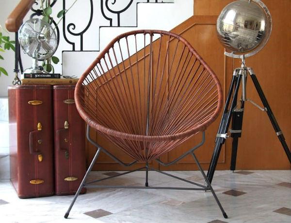 Chiếc ghế gỗ sẽ là vật bắt mắt tuyệt đối trong căn nhà nhỏ