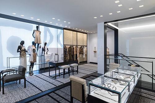 Không gian nội thất cửa hàng - Bố cục rõ ràng sẽ giúp khách hàng dễ tìm kiếm hơn