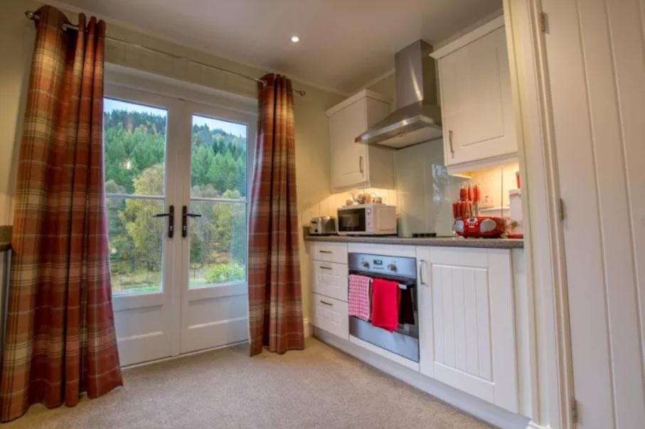 Nội thất cho không gian nhỏ hẹp - Với diện tích nhỏ dẹp phòng bếp nên được bố trí gọn gàng và ngăn nắp