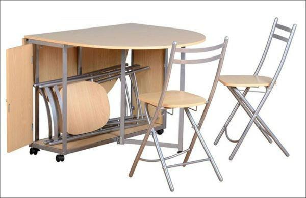 Sử dụng bàn ghế có thiết kế xếp gọn để tiết kiệm diện tích khi không sử dụng