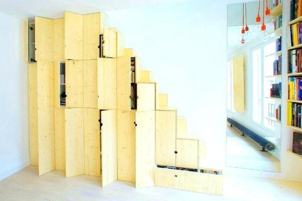 Tận dụng chân cầu thang đề chứa đồ