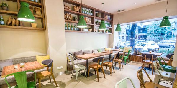 Trang trí không gian quán café thông thoáng và hài hòa