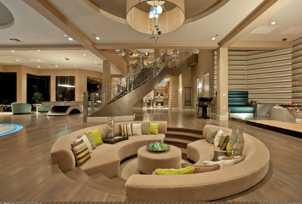 Không gian phòng khách được thiết kế độc đáo nhưng sang trọng