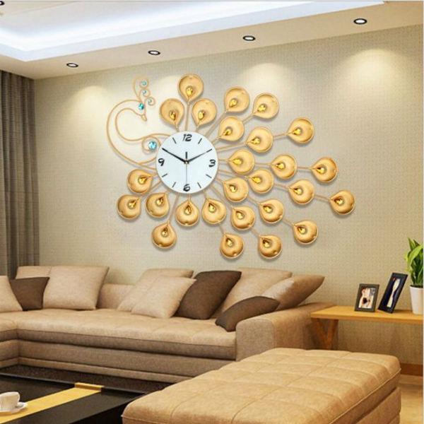 Sử dụng đồng hồ đính đá giúp ngôi nhà thêm ấn tượng