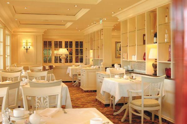 Trang trí nhà hàng độc lạ theo phong cách cổ điển