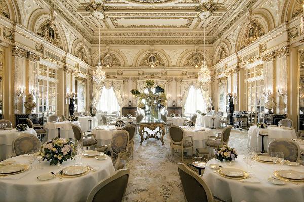 Trang trí nội thất nhà hàng phong cách cổ điển
