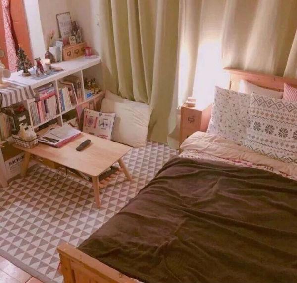 Phòng ngủ đơn giàn với các vân dụng bằng gỗ