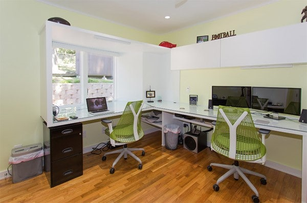 Thiết kế văn phòng làm việc tại nhà đơn giản với đầy đủ tiện nghi
