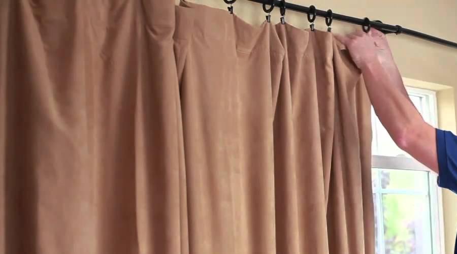Trước khi làm sạch rèm cửa bạn cần lấy nó xuống