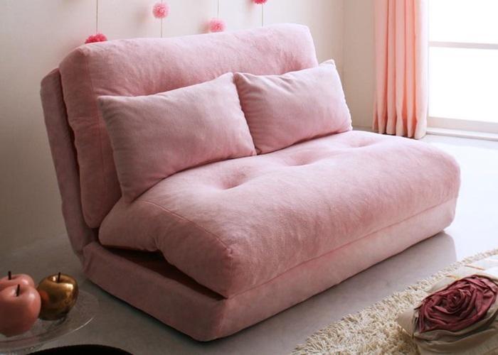 Sử dụng cồn với nước để làm sạch ghế sofa