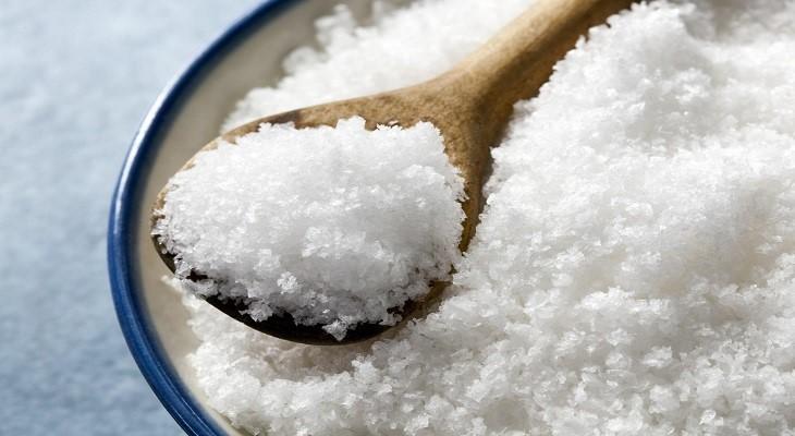 Giấm và muối nở là hai sản phẩm hữu hiệu trong việc tẩy rửa và khử trùng