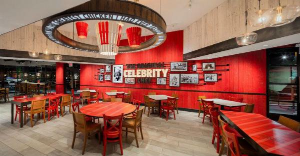 Màu đỏ nổi bật tạo nên sự riêng biệt cho nhà hàng